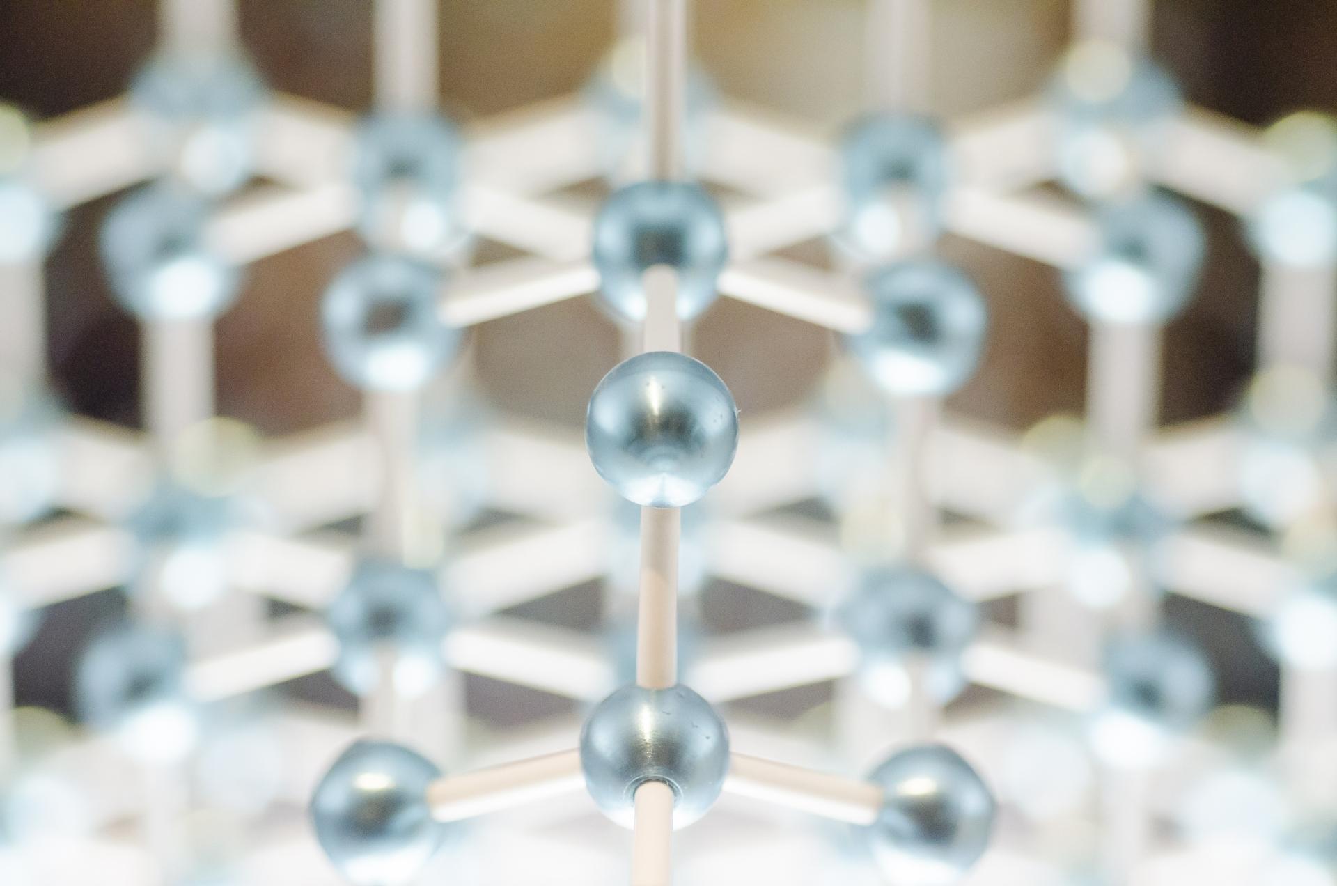 プロテアーゼ-1